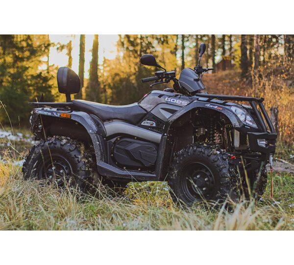Goes Iron Max ATV i skogsmiljö