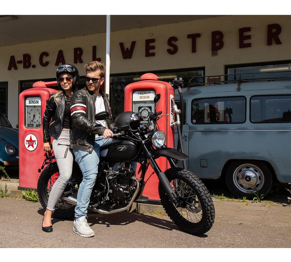 miljöbild retro moped viarelli scrambler